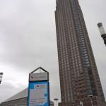 Morgens mit Blick auf den Messeturm zur Buchmesse.