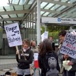 Demonstranten gegen das Leistungsschutzrecht vor der Buchmesse